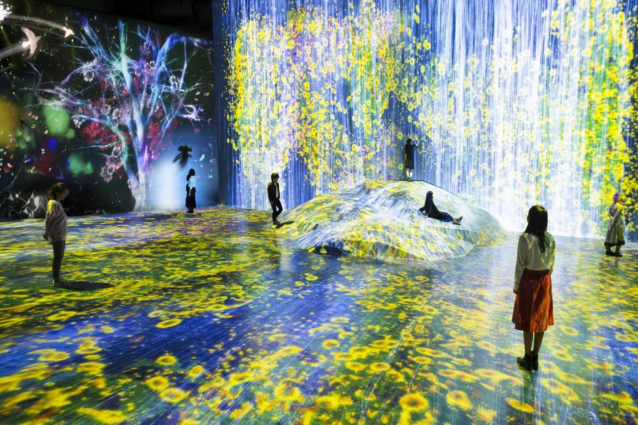 """""""Universe of Water Particles on a Rock where People Gather"""", Музей за дигитално изкуство MORI"""